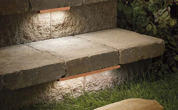 Hardscape-outdoor-solutions-and-home-automation-lighting-under-steps